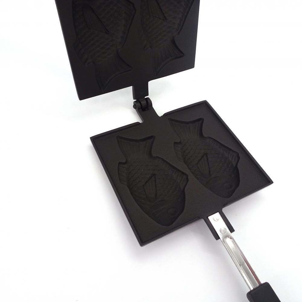 IWACHU Japanese cast iron square pan for taiyaki