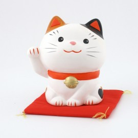 Japanese lucky charm cat Manekineko SN-015